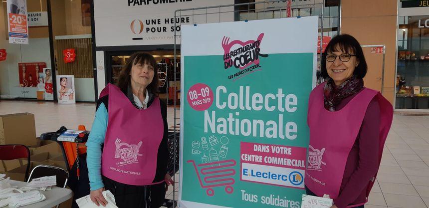 Des bénévoles au centre Leclerc de Champfleury, près de Reims