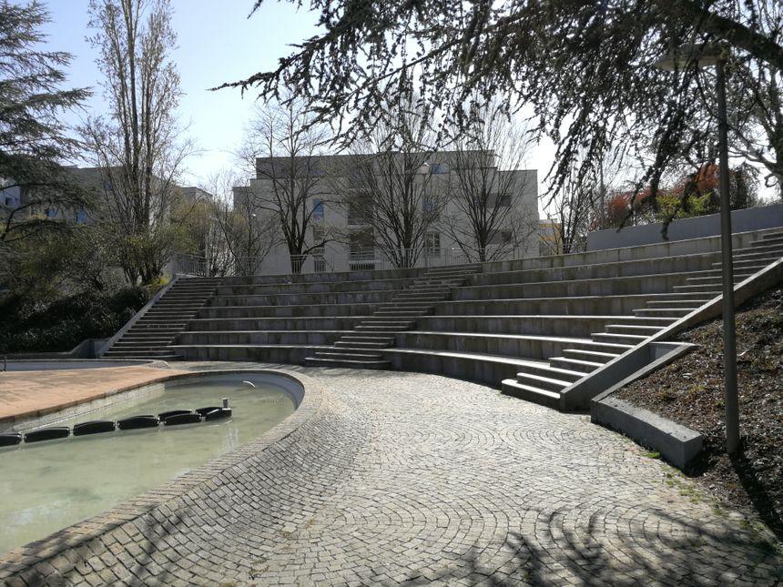 Le petit amphithéâtre dans le parc Clémenceau