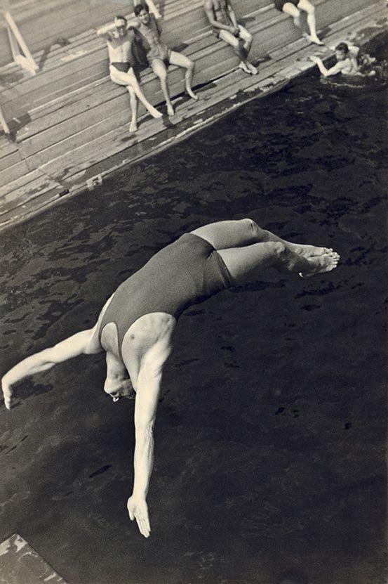 Alexandre Rodtchenko Plongeon, 1934 Tirage gélatino-argentique de l'auteur, 58,3 x 39 cm Moscou, Multimedia Art Museum (MAMM)