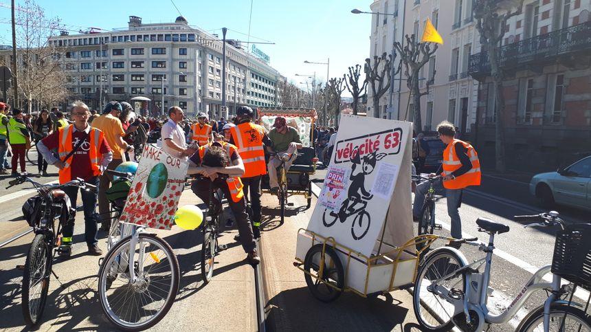 Les vélos en tête du défilé