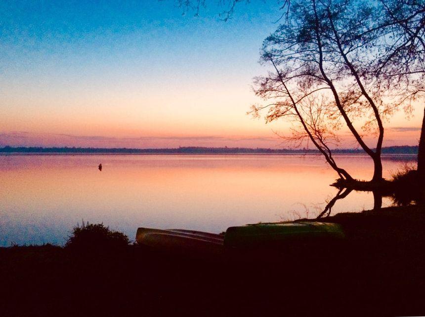 La vue d'un bivouac, au réveil, sur les bords de l'Erdre