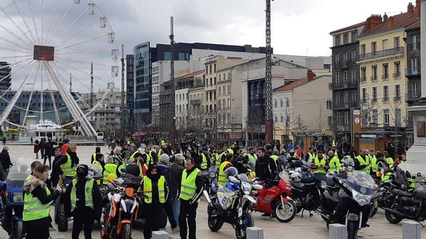 Le collectif des Motards Gilets Jaunes Auvergne rejoindra les marcheurs sur la place de Jaude