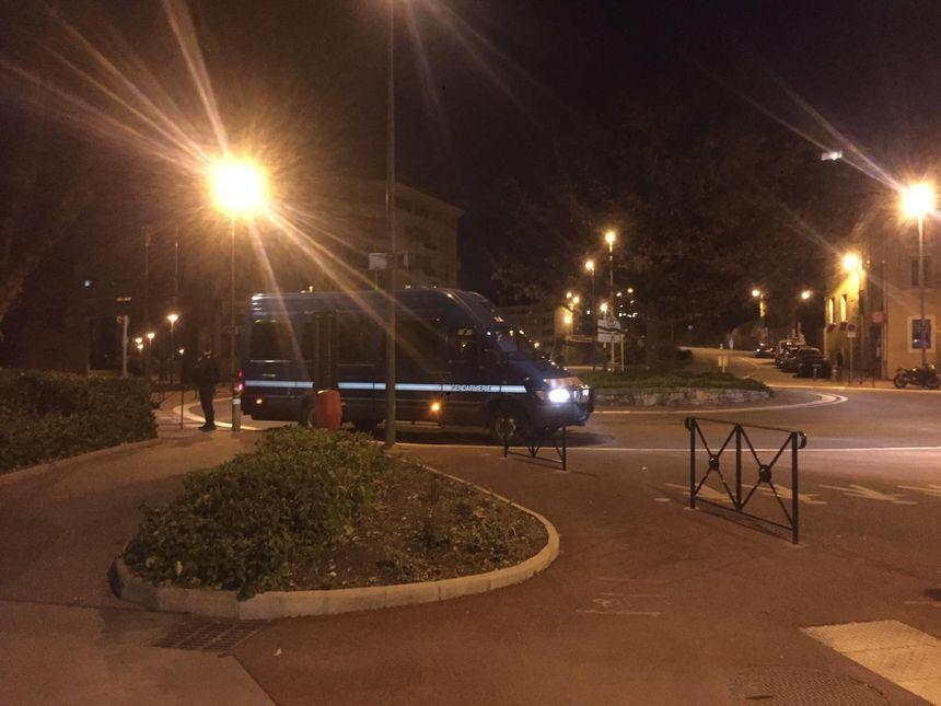 La reconstitution commence dans le centre-ville de Chambéry, où Arthur Noyer a disparu dans la nuit du 11 au 12 avril 2017.