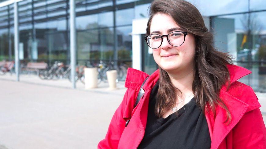 Angèle Minet, 19 ans, est étudiante à l'Estaca, l'école d'ingénieurs en transports et aéronautique de Laval.