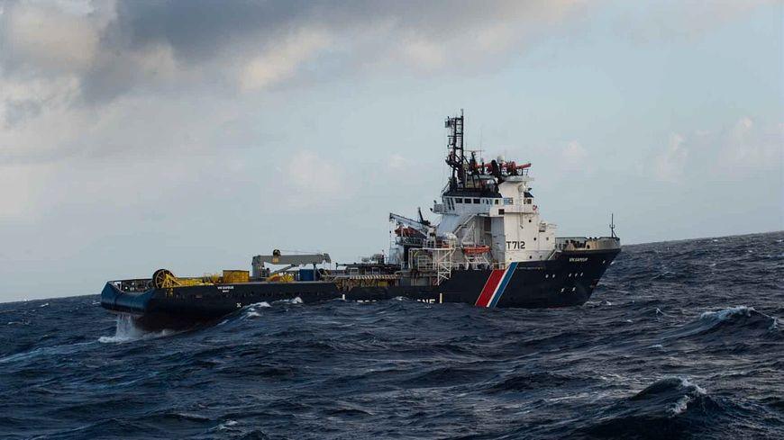Le VN Sapeur fait parti des navires engagés dans l'opération de dépollution après le naufrage du Grande America