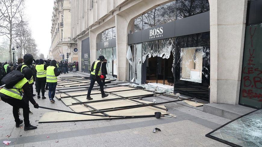 Lors de la manifestation des gilets jaunes à Paris, le 16 mars dernier.