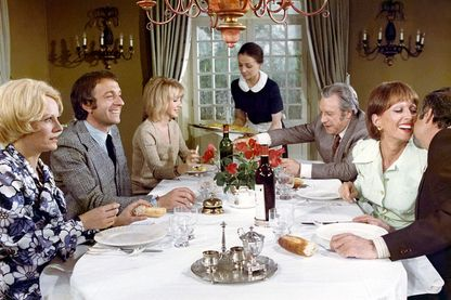 """Scène du film """"le charme discret de la bourgeoisie"""" de Luis Buñuel"""