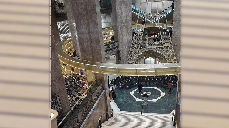 Le grand hall du nouveau magasin Galeries Lafayette sur les Champs-Elysées