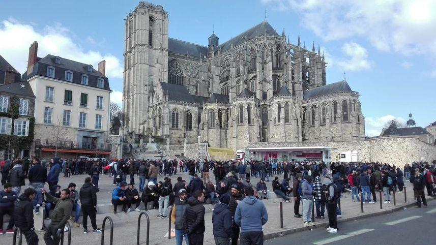 Manifestation des forains dans le centre-ville du Mans.