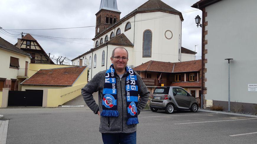 Le curé Olivier Miesch supporte le Racing à la Meinau, à chaque fois qu'il n'a pas de messe à célébrer