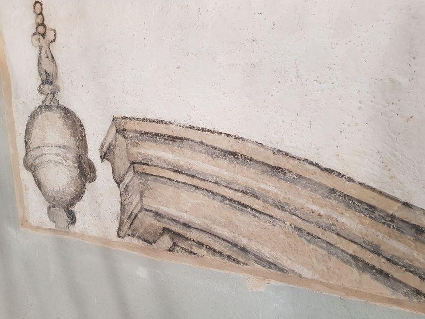 Les peintures sur les murs reproduisent les décors extérieurs du temple Saint-Martin.