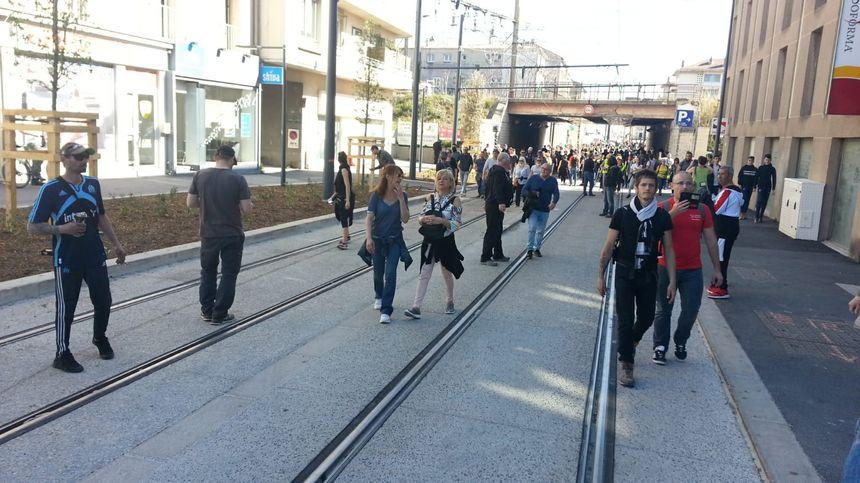 De nouevaux manifestants arrivent des axes périphériques