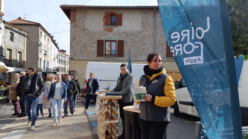 Les agents de Loire-Forez renseignent les habitants sur les marchés de l'agglo