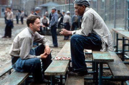 """Tim Robbins et Morgan Freeman, scène du film """"The Shawshank Redemption'"""" (ou """"Les Evadés"""" en français) de Frank Darabont (1995)"""