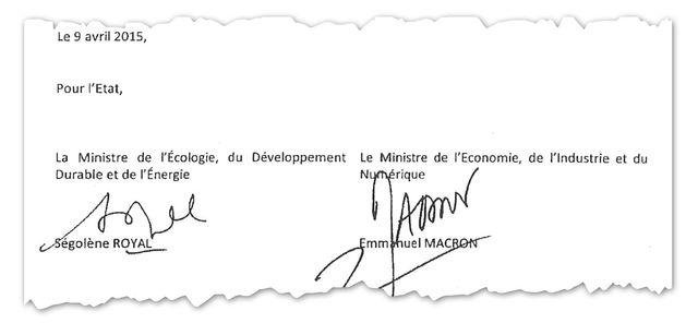 Ségolène Royal et Emmanuel Macron ont signé le protocole d'accord entre l'État et les sociétés concessionnaires d'autoroutes, le 9 avril 2015.