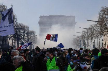 Manifestation de Gilets Jaunes à Paris (16 mars 2019, Champs Elysées)