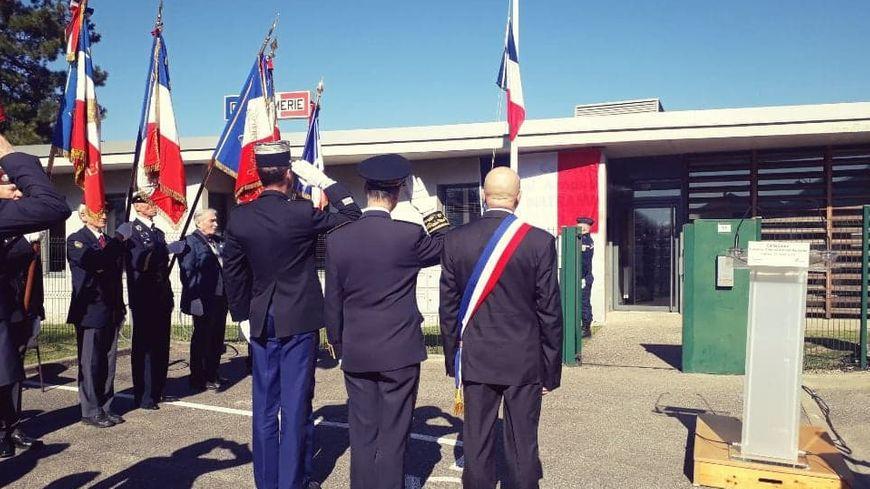 De gauche à droite le colonel Yves Marzin, le préfet de l'Isère Lionel Beffre et le maire de Voreppe Luc Rémond