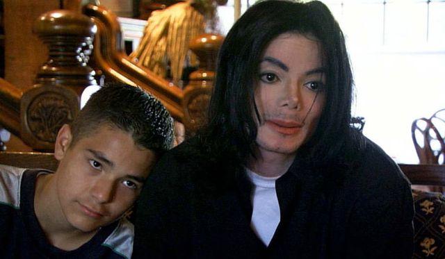 Gavin Arvizo, 13 ans, atteint d'un cancer, a accusé Jackson d'agressions sexuelles en 2003