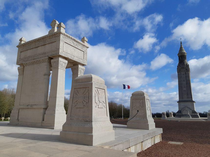 42 000 soldats reposent à Notre-Dame-de-Lorette (62), la plus grande nécropole de France