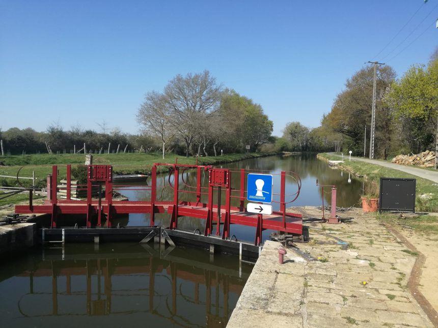 L'écluse de Quiheix fait le lien entre l'Erdre, et le canal de Nantes à Brest