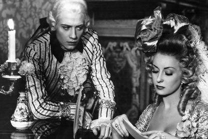 Jacques Dacqmine et Viviane Romance dans L'Affaire du Collier de la Reine de Marcel L'Herbier