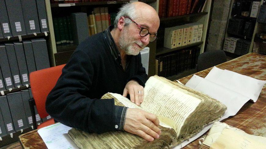 Aux Archives de Vaucluse, Bruno Poinas se plonge dans les doléances des maîtres cordonniers d'Avignon
