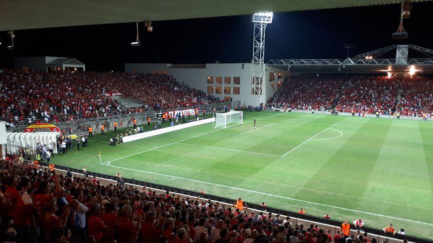 Les supporters du Nîmes Olympique sont excédés par cette cascade de reports et d'interdictions en tous genres