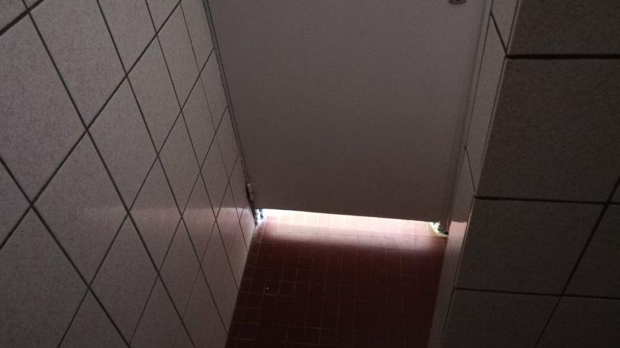 Vue de la cabine de douche.
