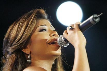 La chanteuse égyptien Sherine Abdel Wahhab en concert au festival international de Carthage en Tunisie, 19 juillet 2009.