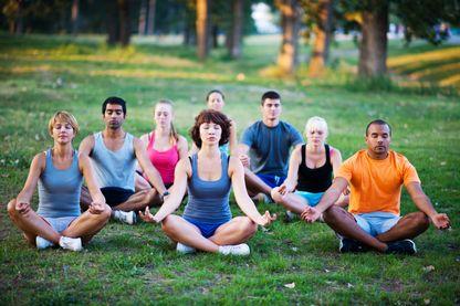 Yoga, méditation, réflexologie... existe-t-il une obsession du bien-être ?