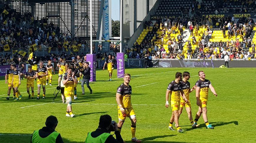 Tour d'honneur des joueurs du Stade Rochelais après leur victoire sur Bristol