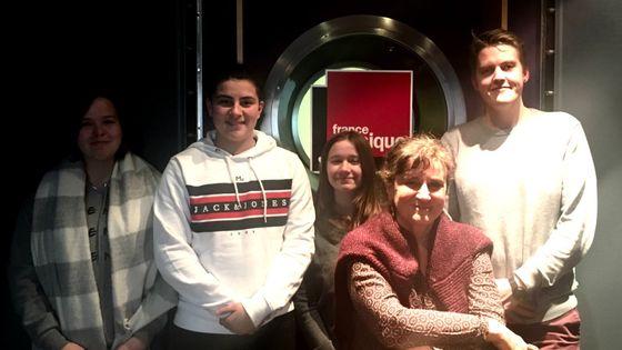 de G à D : Les 3 élèves du lycée Paul Doumer, Joel Järventausta et Anne Montaron