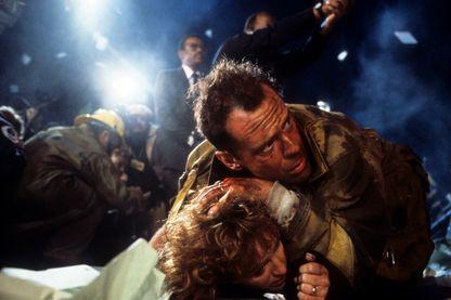 """Bruce Willis et Bonnie Bedelia dans """"Piège de Cristal"""" (1988)"""