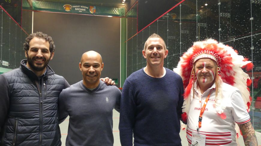 Trois des quatre acteurs du défi (Traille etait indisponible) De gauche à droite : Jean-Jo Marmouyet, Pepito Elhorga, Imanol Harinordoquy et l'indien du BO Robert Rabagny