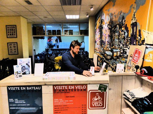 Paul a créé une entreprise de vélos et bateaux pour touristes francophones à Amsterdam