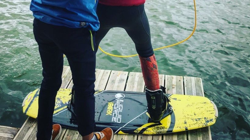Initiation au ski nautique tracté par téléski