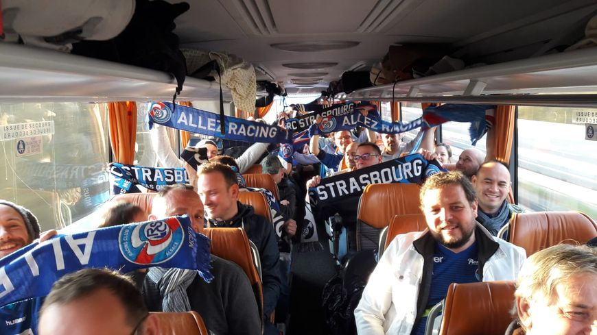 Les supportes du Racing en route pour la finale de la Coupe de la Ligue à Lille.