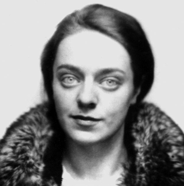 Ariadna Efron à son départ seule pour Moscou, Paris le 15 mars 1937