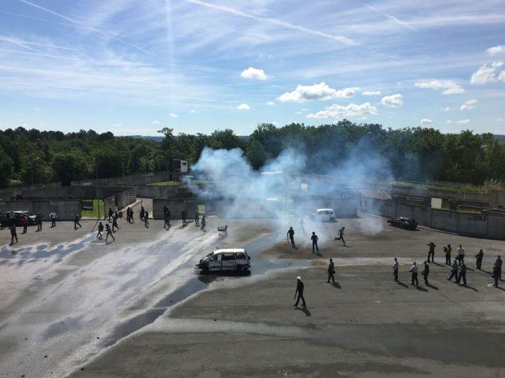 Exercice de maintien de l'ordre à Saint-Astier - Radio France