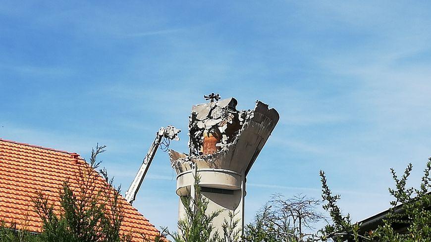 L'opération de démolition du château d'eau de Luxey a commencé ce lundi