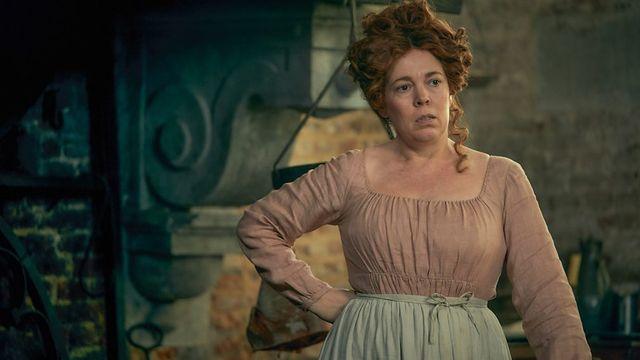"""Olivia Colman, interprétant Madame Rosalie Thénardier, dans """"Les Misérables"""", mini-série de la BBC (2018)"""