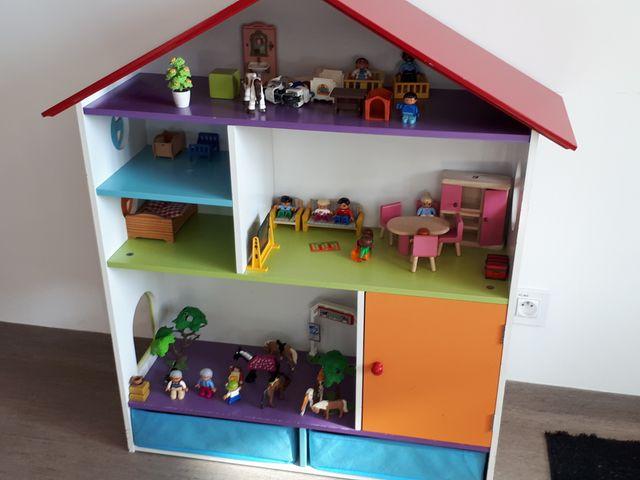 Grace à cette maison de poupées, les enfants rejouent les scènes dont ils ont été témoins