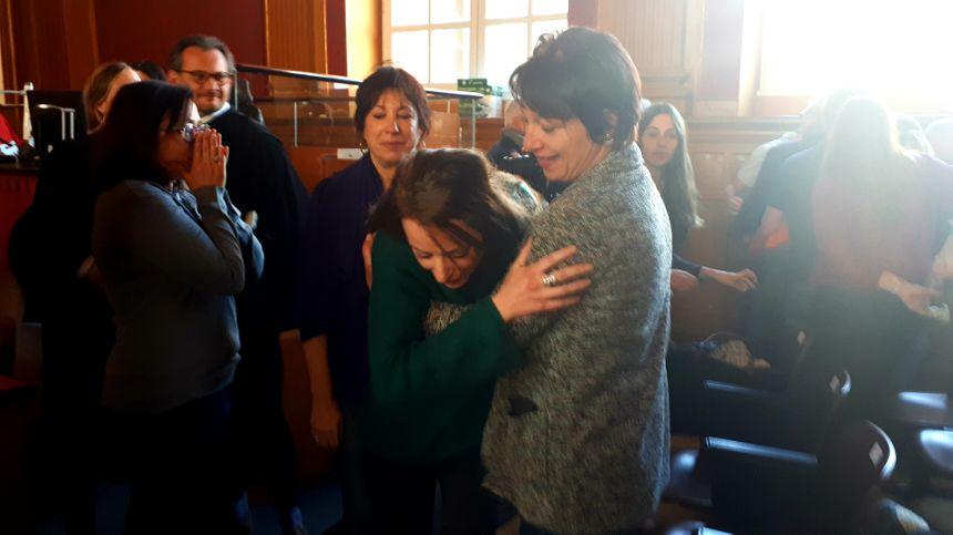 Réaction de la famille de la victime juste après le verdict.