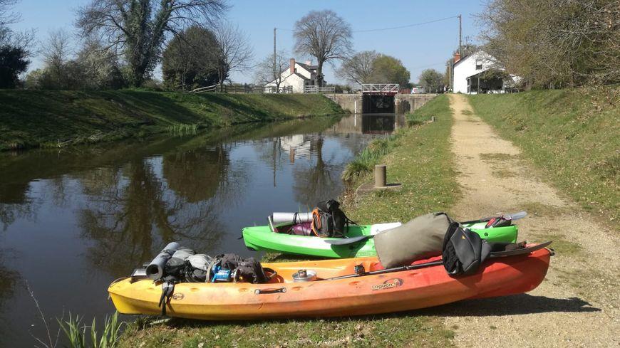 Les kayak de Bertrand et Blandine, en balade sur le canal