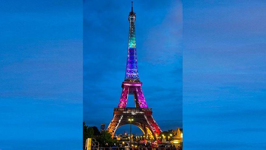 En 2017 illumination spéciale de la Tour Eiffel qui fête ses 300 millions de visiteurs