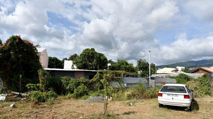 Dans cette case sur l'île de la Réunion, un homme est soupçonné d'avoir tué ses trois jeunes fils avant de tenter de mettre fin à ses jours.
