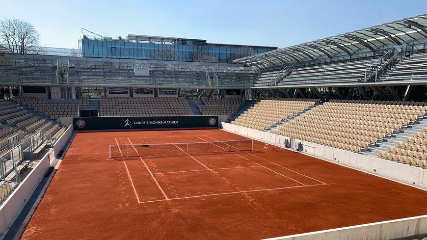 Le troisième plus grand court de Roland-Garros compte 5.000 places assises.