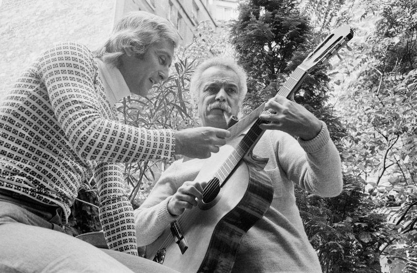 """En 1975, Marcel Amont connaît une période de creux dans sa carrière. Georges Brassens lui offre alors la chanson """"Le chapeau de Mireille""""."""