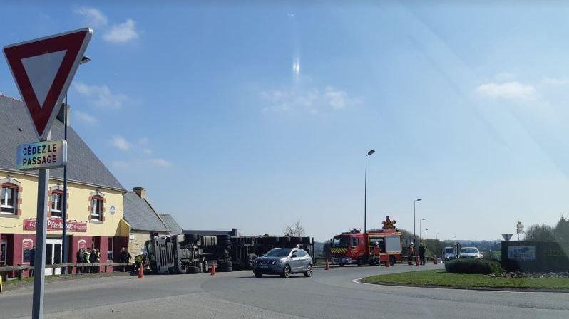 l'accident sur le rond-point près de Quimper, les pompiers sont sur place