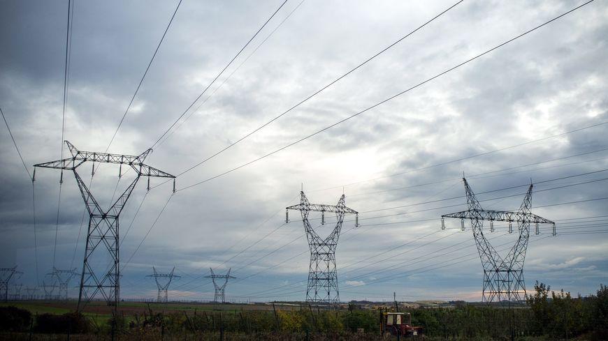 Plus de 5.400 foyers privés d'électricité dans l'Eure, ce samedi 30 mars, en raison d'un jeune garçon qui a tenté de se suicider en se jetant du haut d'un pylône électrique